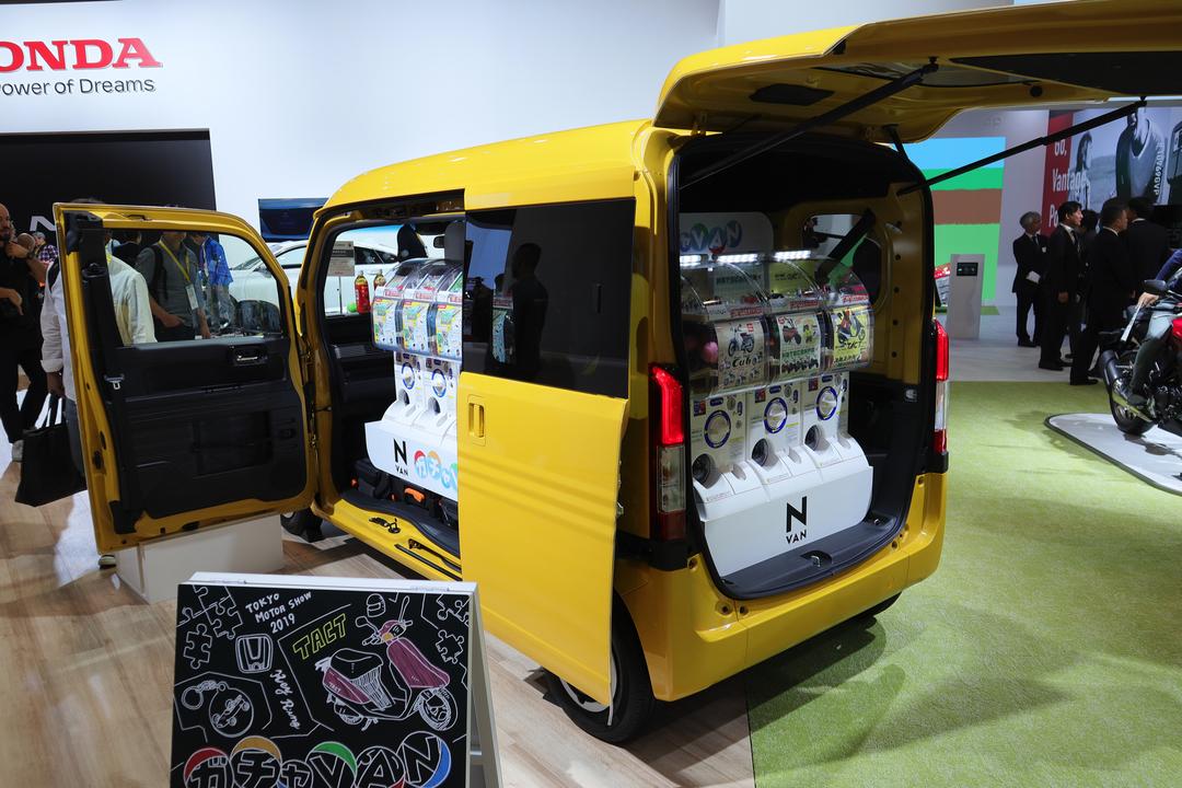 トビラを開けると夢いっぱい。車内が丸ごとガチャガチャなホンダのガチャVAN #東京モーターショー2019