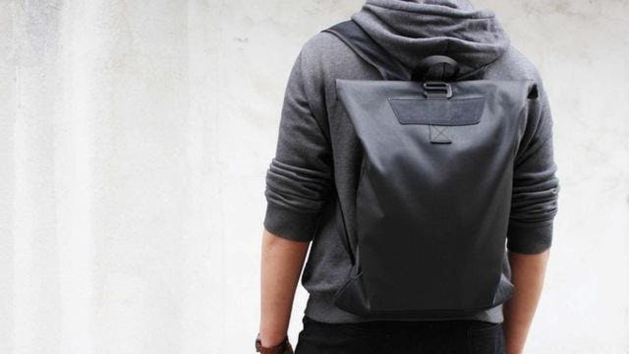 軽量なのに頑丈で使いやすい! ペタンコになる防水バックパック「Alex backpack2.0」があと5日