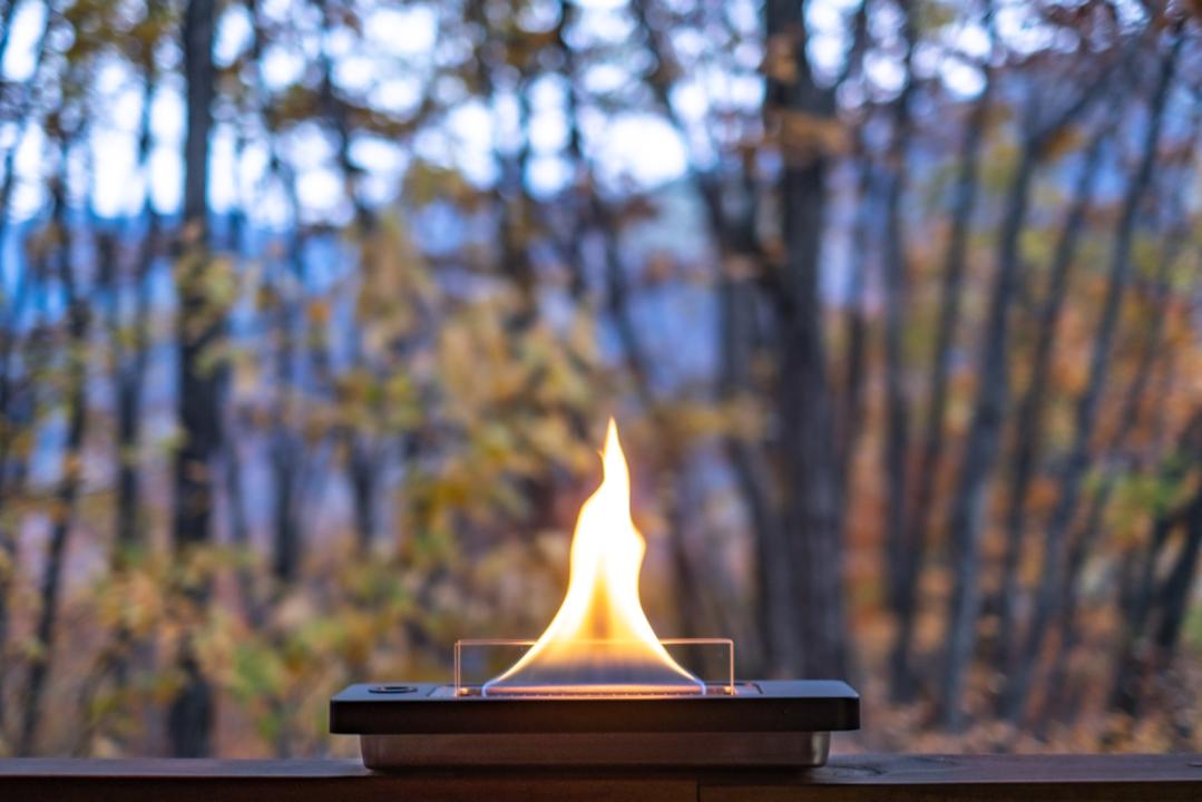 火のある優雅な時間を楽しみたいなら「テーブルトップ暖炉」はいかが?