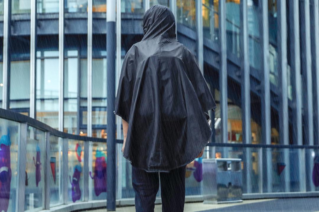 取り外し可能な内蔵レインコートで雨対策もOKなバックパック「MARK RYDEN」が登場