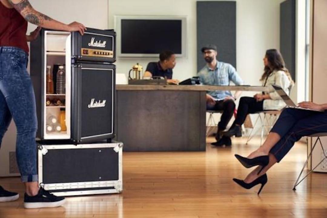 ライブステージの上でもビールをキンキンにできる。マーシャル冷蔵庫