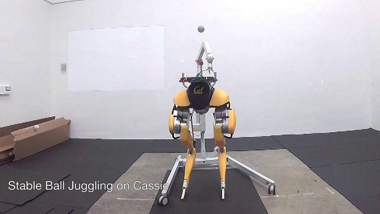 ダチョウ脚のロボット「キャシー」、今度はジャグリングが上手になる