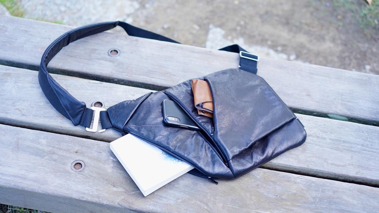 極薄設計で体にフィットするクロスバッグ「Baggizmo」を使ってみた