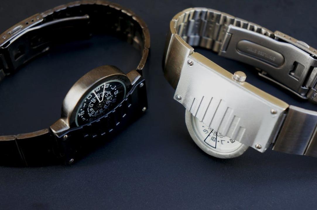 左右非対称デザインにマスクも装着! 西洋甲冑モチーフの腕時計「TEKKAMEN」が終了間近