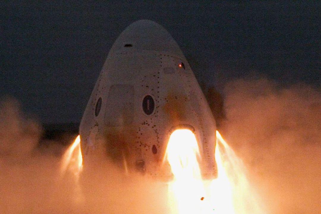 SpaceXのクルー・ドラゴン、脱出用エンジンの点火テストに成功。次のステップは有人テスト飛行