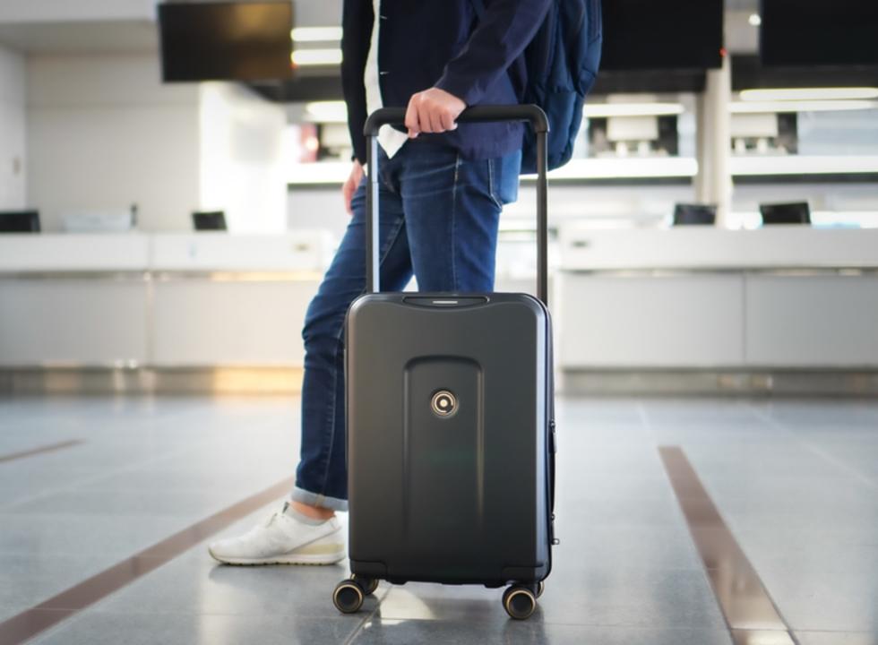 ホイール交換式で長期使用もOK! スマホ連携で進化したスマートスーツケース「PLEVO」