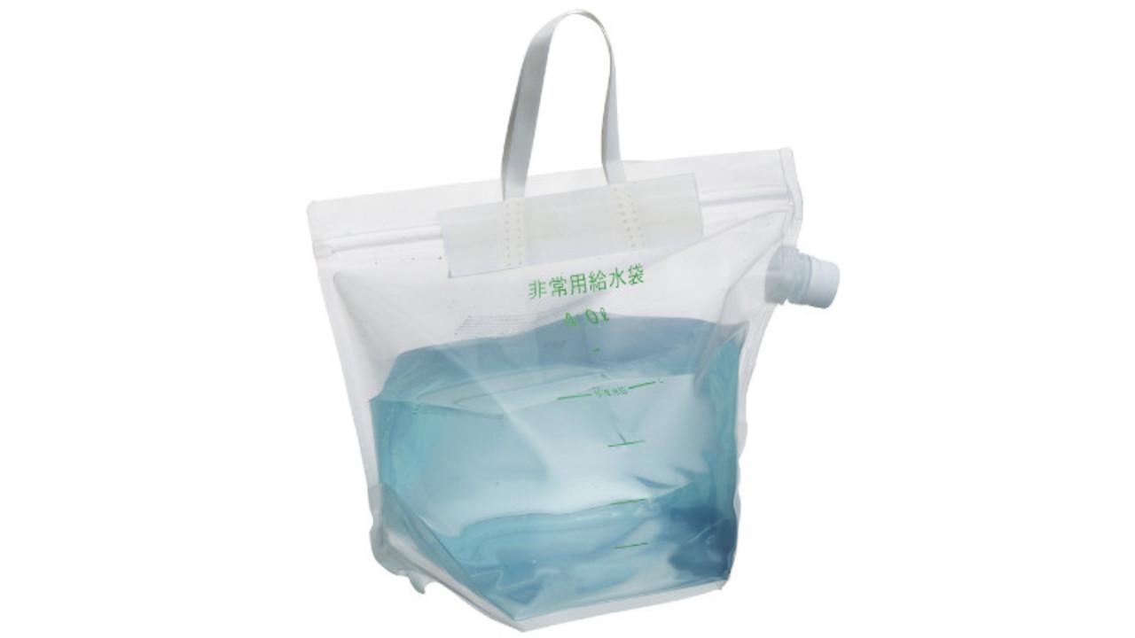 こぼれにくくて注ぎやすい。大容量なのにコンパクトにたためる非常用給水袋