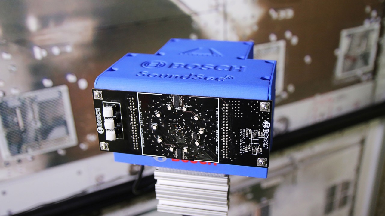 「音を見る」センサーで異音をチェック。自律飛行ロボが宇宙ステーションを守ります