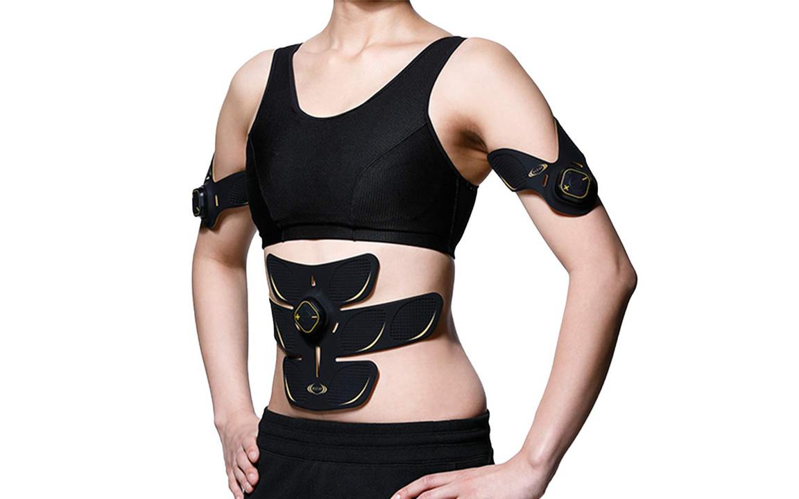 【サイバーマンデーの期間中30%オフに!】ながら腹筋という選択肢が、人類にはある。「ライザップEMS腹筋ベルト」がギズ限定セールで登場