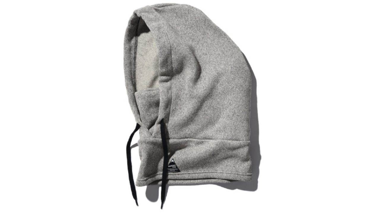 4Wayで使えるフードつきネックウォーマーで、首も顔も寒さからガード