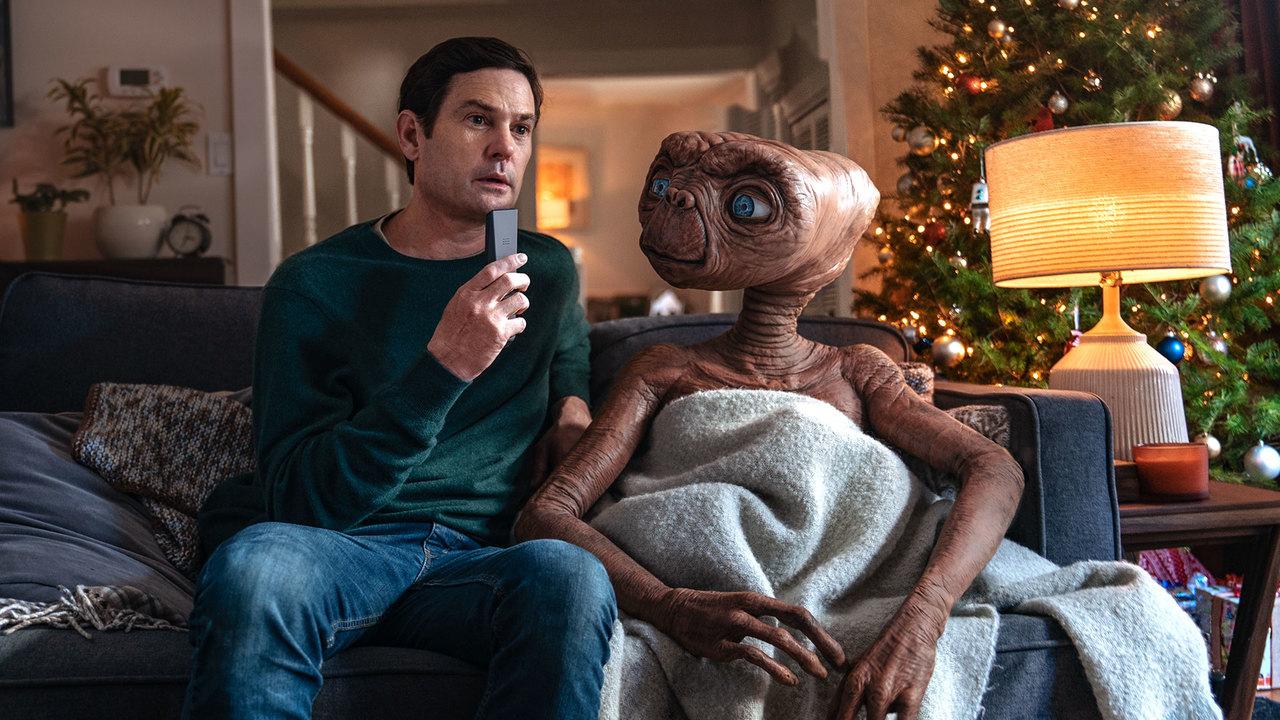 ちゃんと公式。E.T.と成長したエリオットが再会するCM