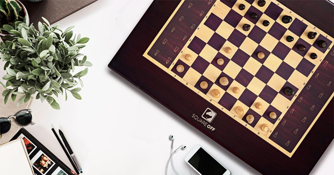 詰めチェスだけじゃつまらない! AIと対戦できるスマートチェス盤「Square Off」