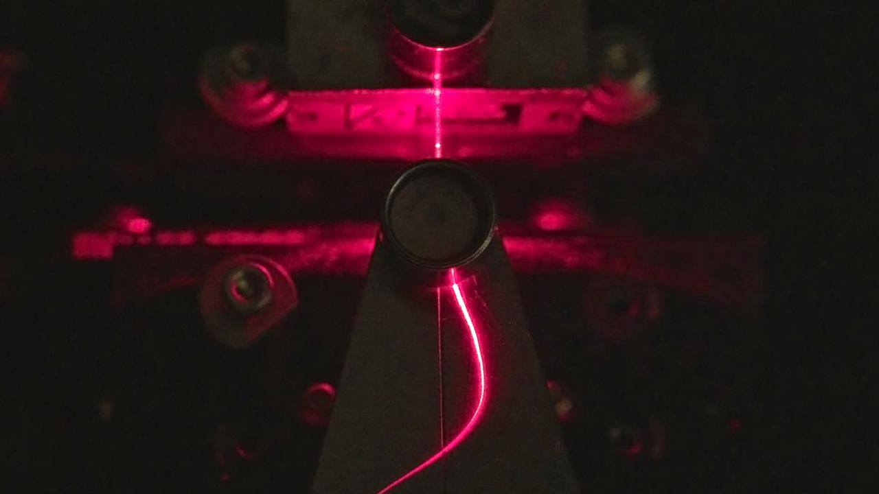 木製の光ファイバーが実現。生分解で自然に還る