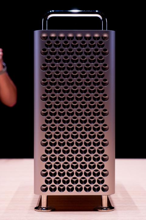 Mac Pro発売。値段にビックリだけど、Appleカードホルダーなら6%オフで買えるんだって!