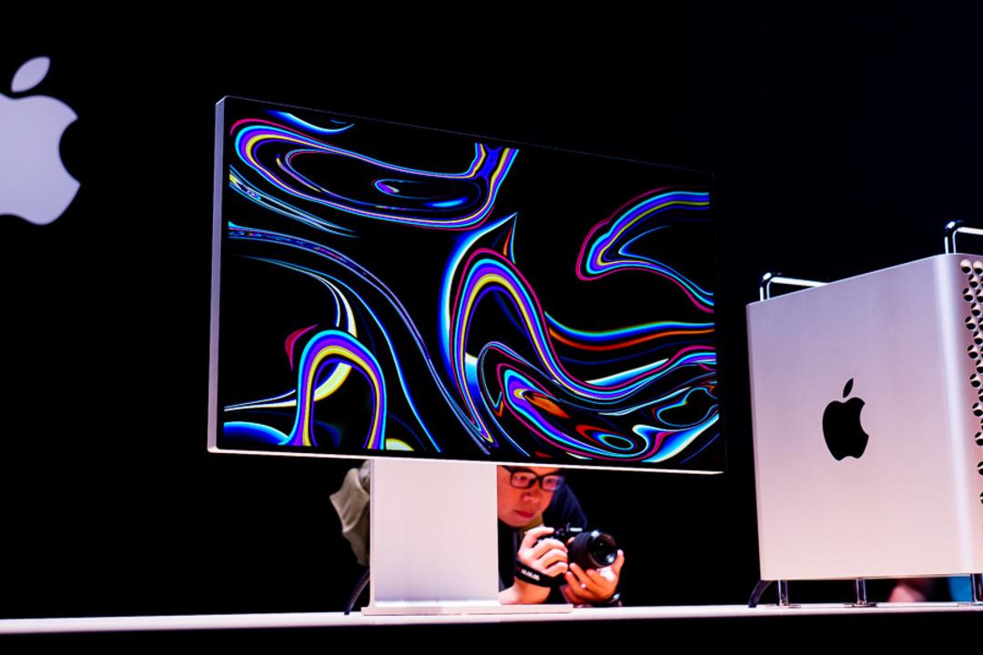 Appleのむちゃ高いPro Display XDRはAppleの特別な布で掃除しないとダメ