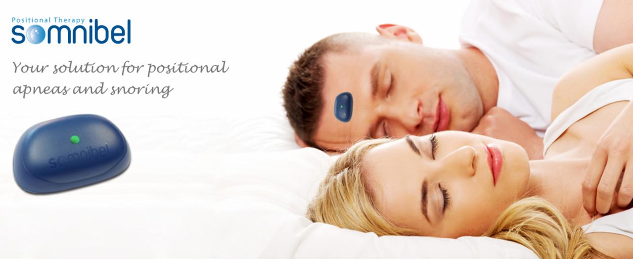 イビキの姿勢で寝たらブルっと振動! おデコに貼るウェアラブル・イビキ検知器