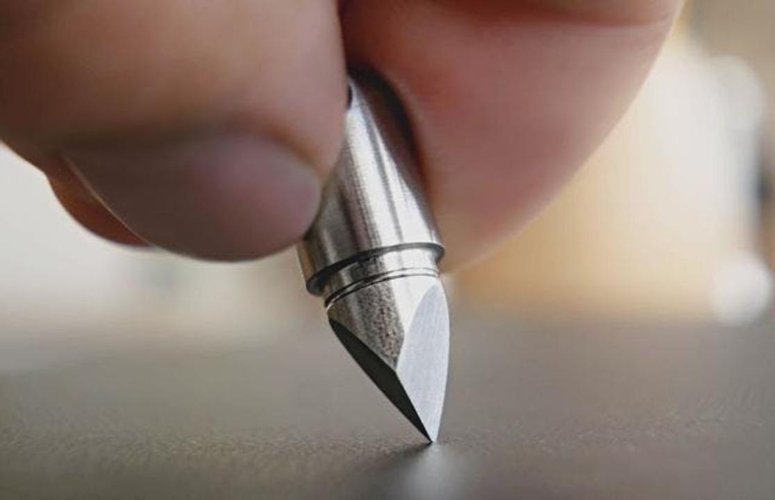 指先サイズのカッティングツール! デザイン性も高い「MicroBladePill」が終了間近