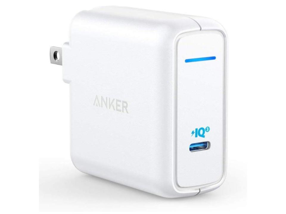 【きょうのセール情報】Amazonタイムセールで、2,000円台のAnker製・コンパクトなType-C急速充電器や1,000円台のカラビナ付きAirPods Pro保護ケースがお買い得に