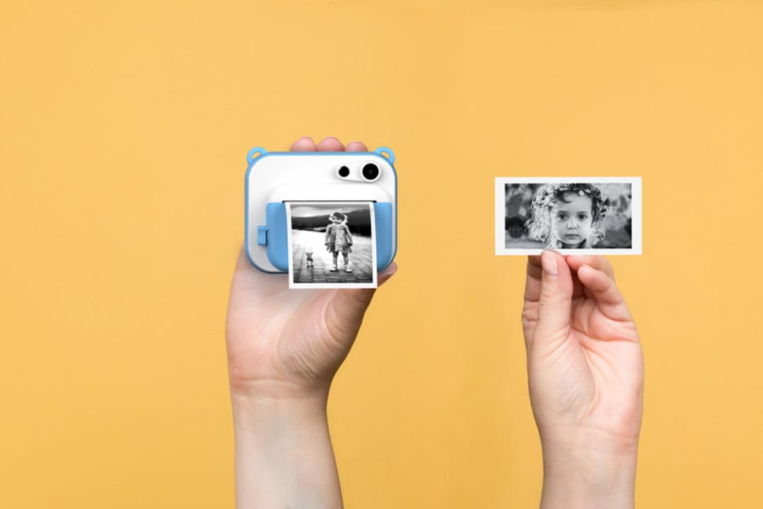 感熱紙に印刷するモノクロインスタントカメラが登場。さらばフィルム代!