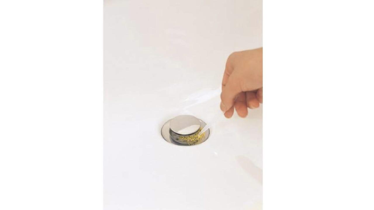 置くだけで排水口へ汚れの侵入を防ぎ、手が汚れない! お風呂・キッチン・洗面所の掃除が楽になるアイテム3選