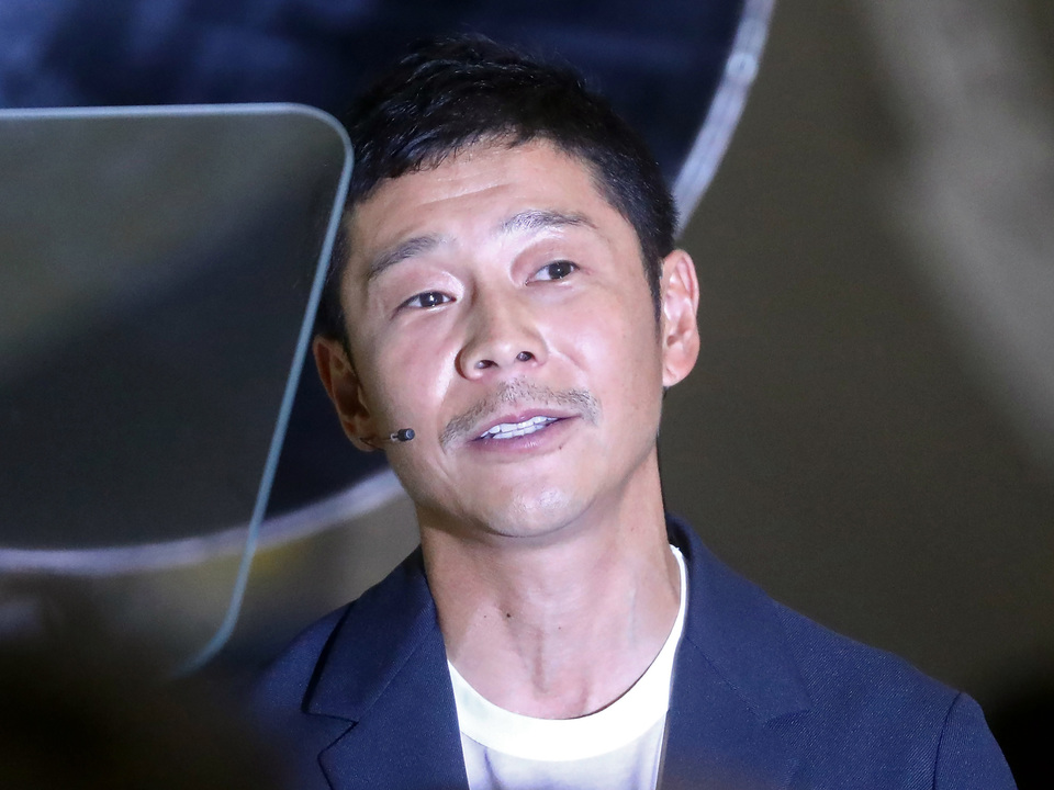 「宇宙から愛を叫びたい」元ZOZOTOWN社長 前澤氏が一緒に月旅行に行く女性を募集中