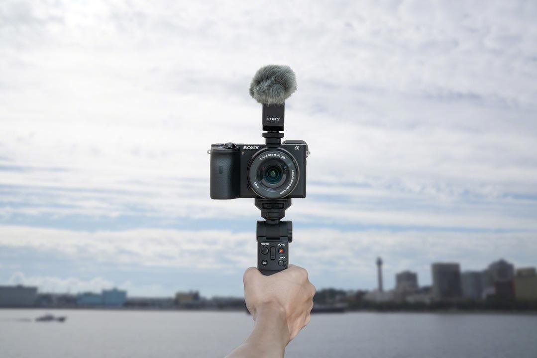 Vlogカメラはソニーの天下では。Bluetooth対応でケーブルレスなリモコングリップ「GP-VPT2BT」がきちゃったからね