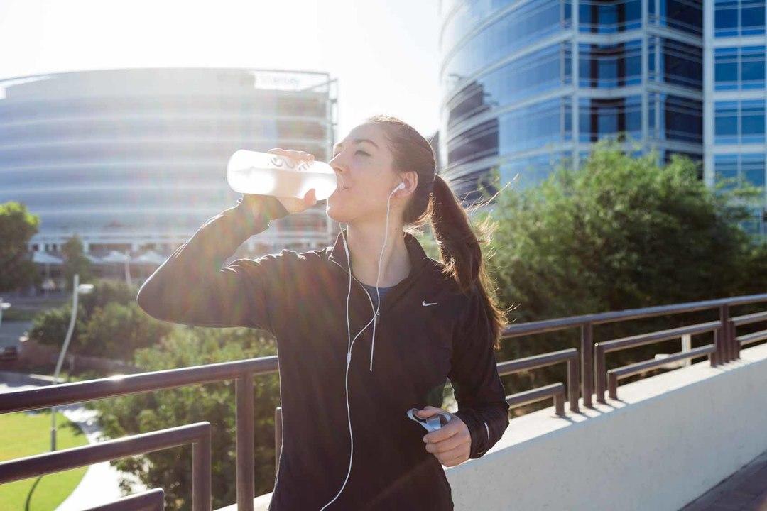 日光と空気から飲料水を作るソーラーパネル。乾燥地帯でも水ができる!