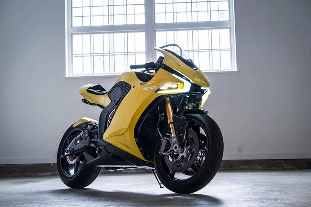 ブラックベリーのQNXを搭載したEVバイク、レーダーやカメラで周囲の危険を触覚フィードバックする