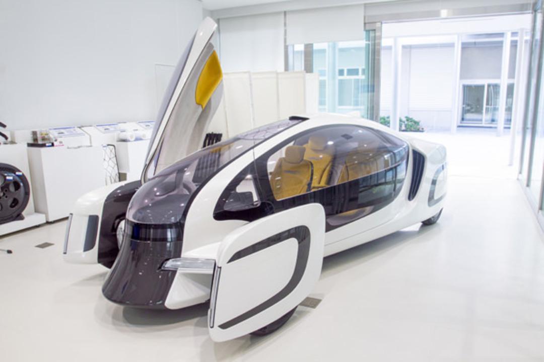 イノベーションのためには企業の枠など無意味。国内メーカー大集結の「究極の新素材」を搭載した未来の車が完成したぞ