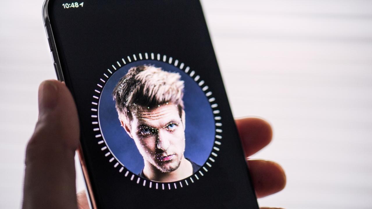 今年のiPhone、Face ID機能が改善される? 覗き込まなくてもロック解除できたらいいな