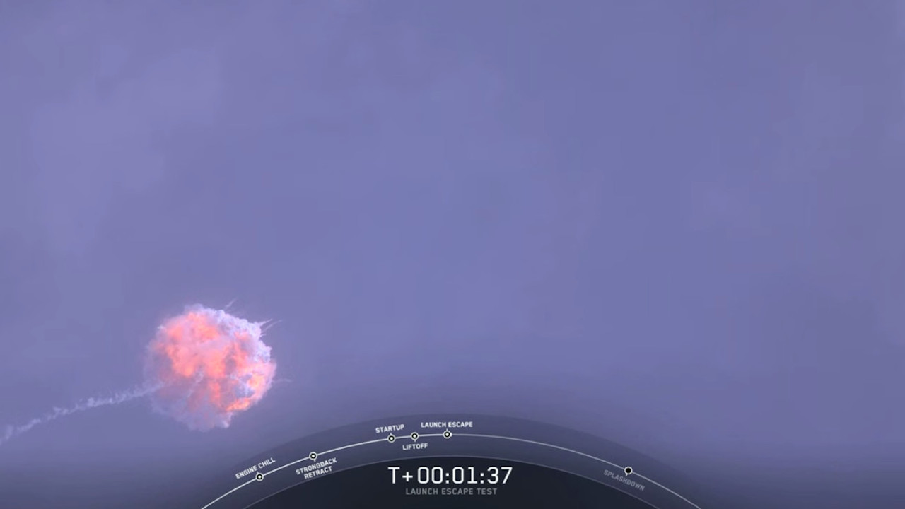 SpaceX、宇宙船の脱出テストを実施。爆発してるっぽいけど、見事成功してます