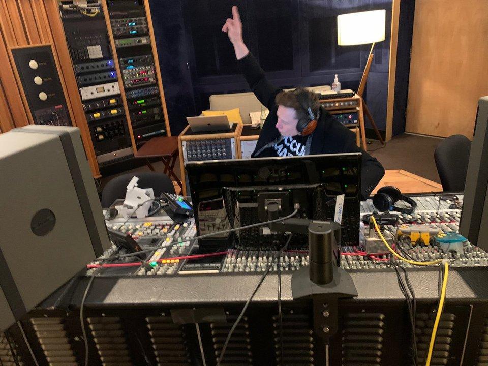 イーロン・マスクが、新曲をリリース。曲名は「自分のフィーリング信じてこうぜ」