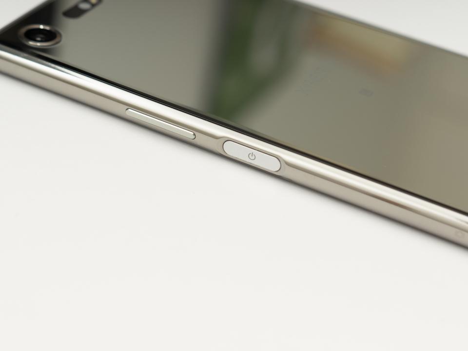 2021年、Xperiaみたいに「指紋認証ボタンがサイドについたiPhone」がでるかも、というウワサ