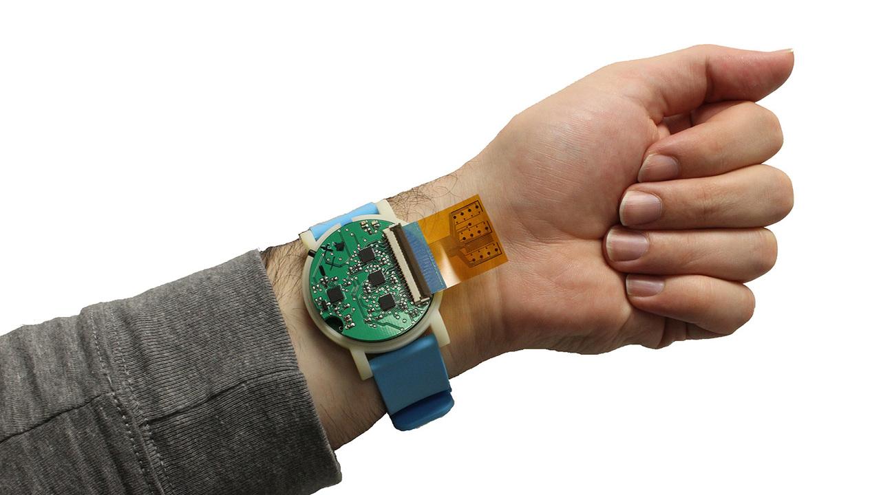 汗を分析して、健康状態をお知らせ。腕時計型の汗検知デバイスが、あなたの健康を見守ってくれる