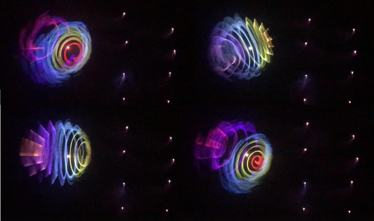 レーザー照射で絵を描くドローン10機は2,000機飛ばすより効率的だね