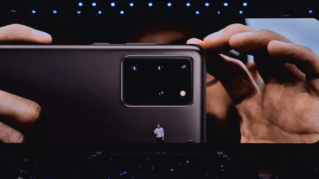 指が触れないようにしたいサイズ。サムスンの新スマホ「Galaxy S20 Ultra」のカメラユニットがやけにデカい #SamsungEvent