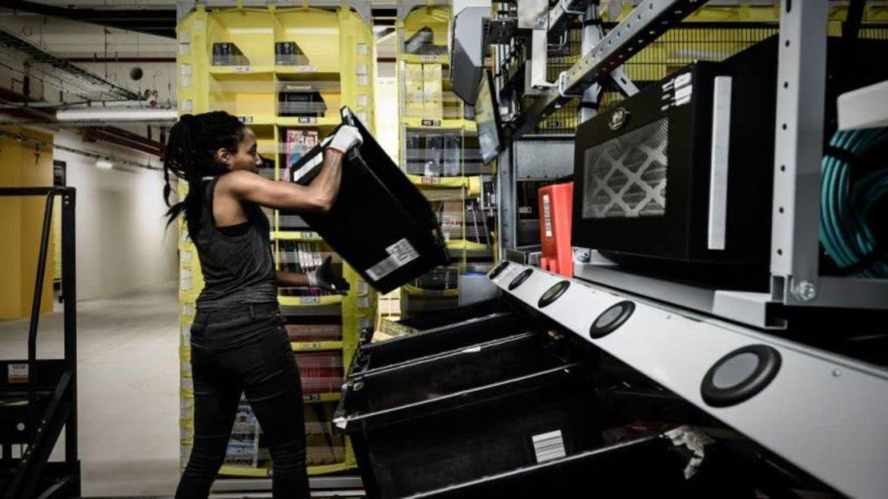 テキサスのアマゾン倉庫で働くのは刑務所より危険