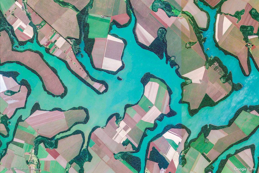 【時間泥棒】Google Earth Viewには世界中の美麗衛星写真が2,500枚も揃っているぞ