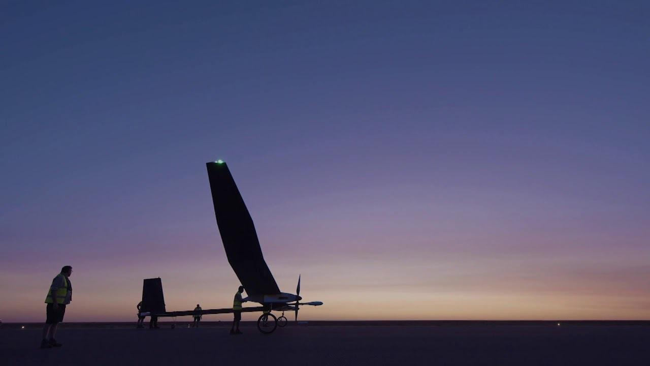 太陽光発電で1年間飛び続ける! 英国の電気航空機が豪州での試験飛行に成功