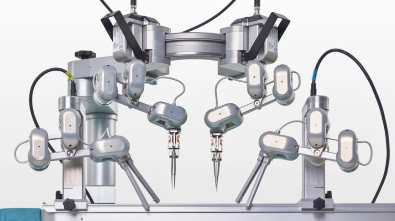 0.3mmの血管を縫合できる超微小外科ロボ「MUSA」が最初の臨床試験を通過