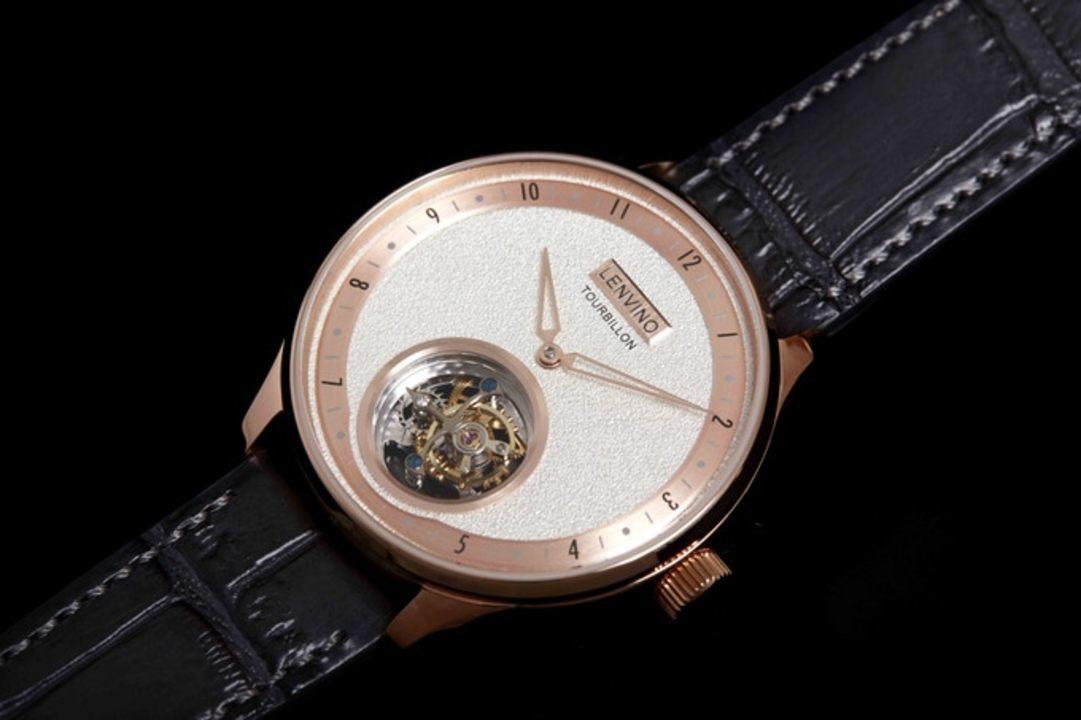 小さな宇宙が拡がる! 複雑さが芸術的なトゥールビヨン機構を搭載した腕時計「Tour02」のキャンペーンが本日終了
