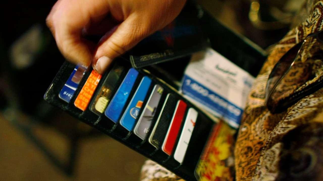 銀行カードでの取引データなどを管理している会社、データを匿名化していなかった
