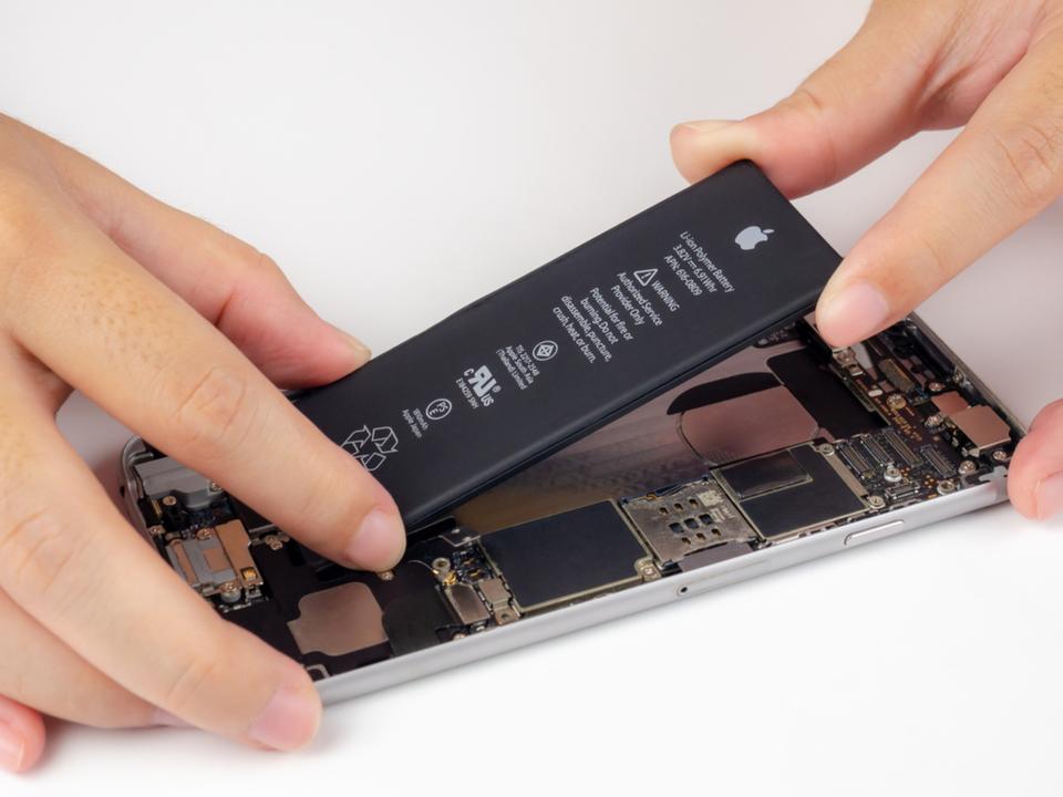 iPhoneのバッテリーが取り外し・交換できたら、そりゃ便利ですよね