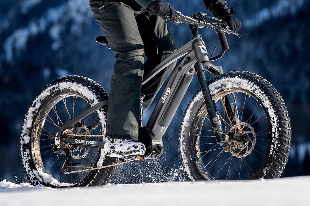 雪道もいける。ジープのファットタイヤ自転車は時速60キロで爆走OKなパワフルさ