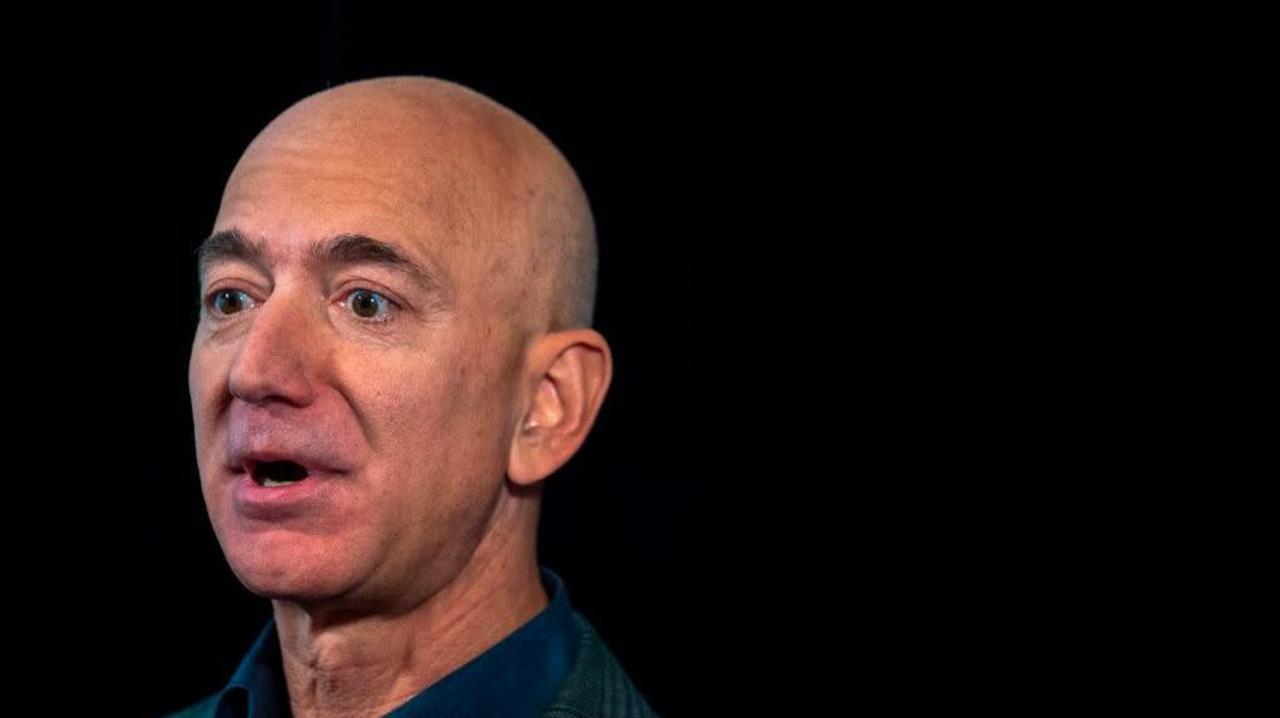 米Amazon、社内での採用面接中止 & 出張も控えるように