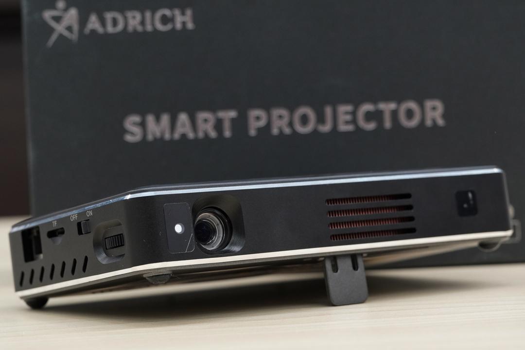 動画を見るだけじゃない! お絵かきなど投影面を直接操作できるプロジェクター「IMK96+」を使ってみた
