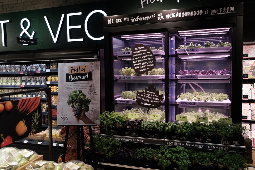 スーパーの一角で育つ野菜を、直接レジへ。人と野菜の距離を縮める、都市農業プラットフォーム