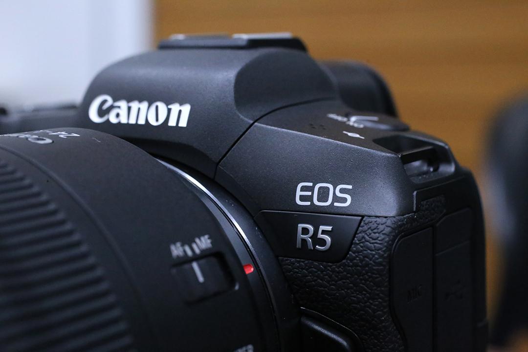 謎に包まれすぎたカメラを見てきました。目で楽しむ、キヤノン「EOS R5」