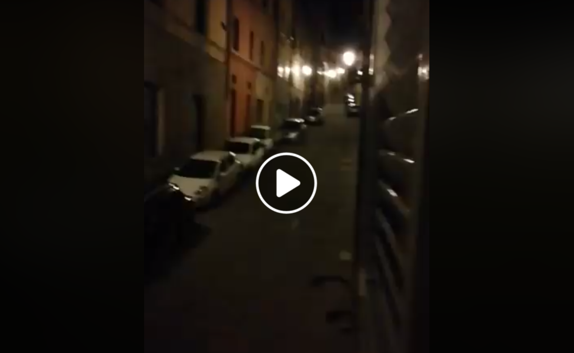 全土封鎖のイタリア、シエナの夜に響く歌声