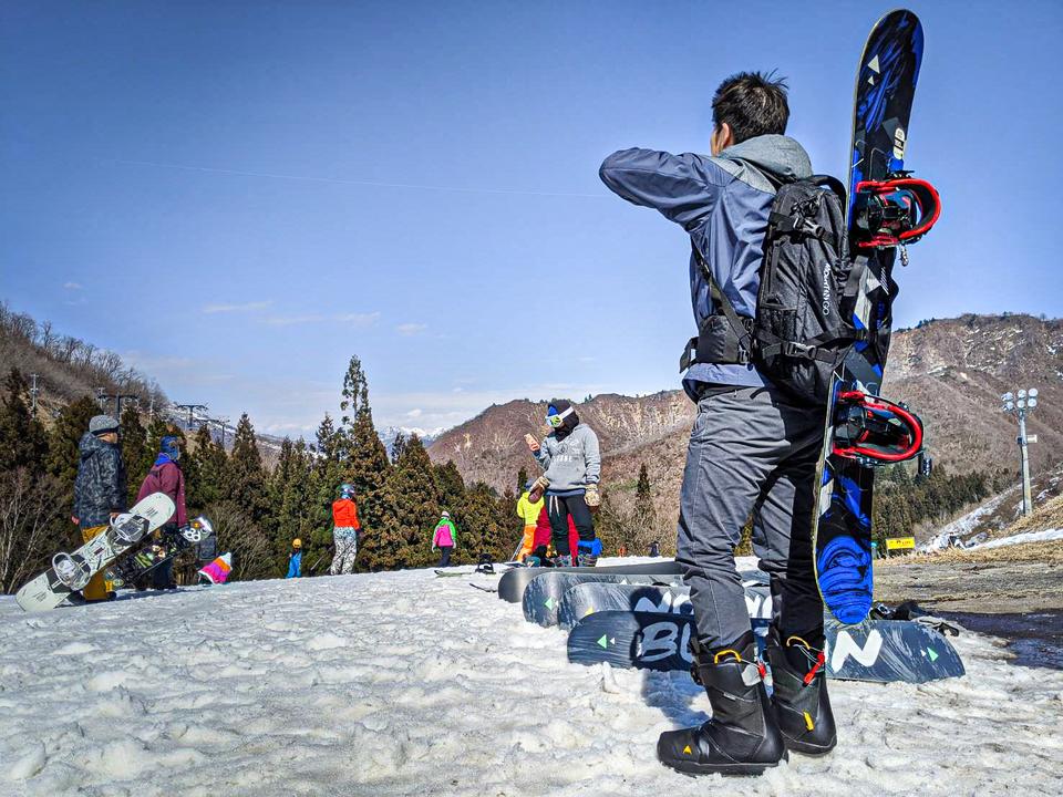 スノーボードの板も運べるバックパック「ラドパック2.0」をスキー場で使ってみた